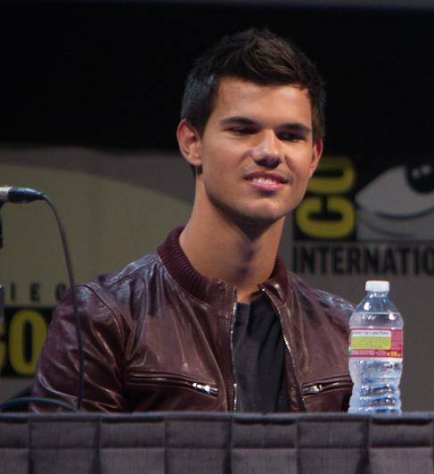 File:Taylor Lautner Comic-Con 2011.jpg