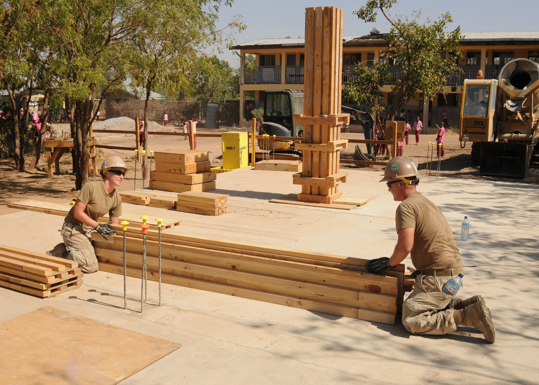 File:US Navy 110311-N-SN160-008 Seabees uild lumber forms for