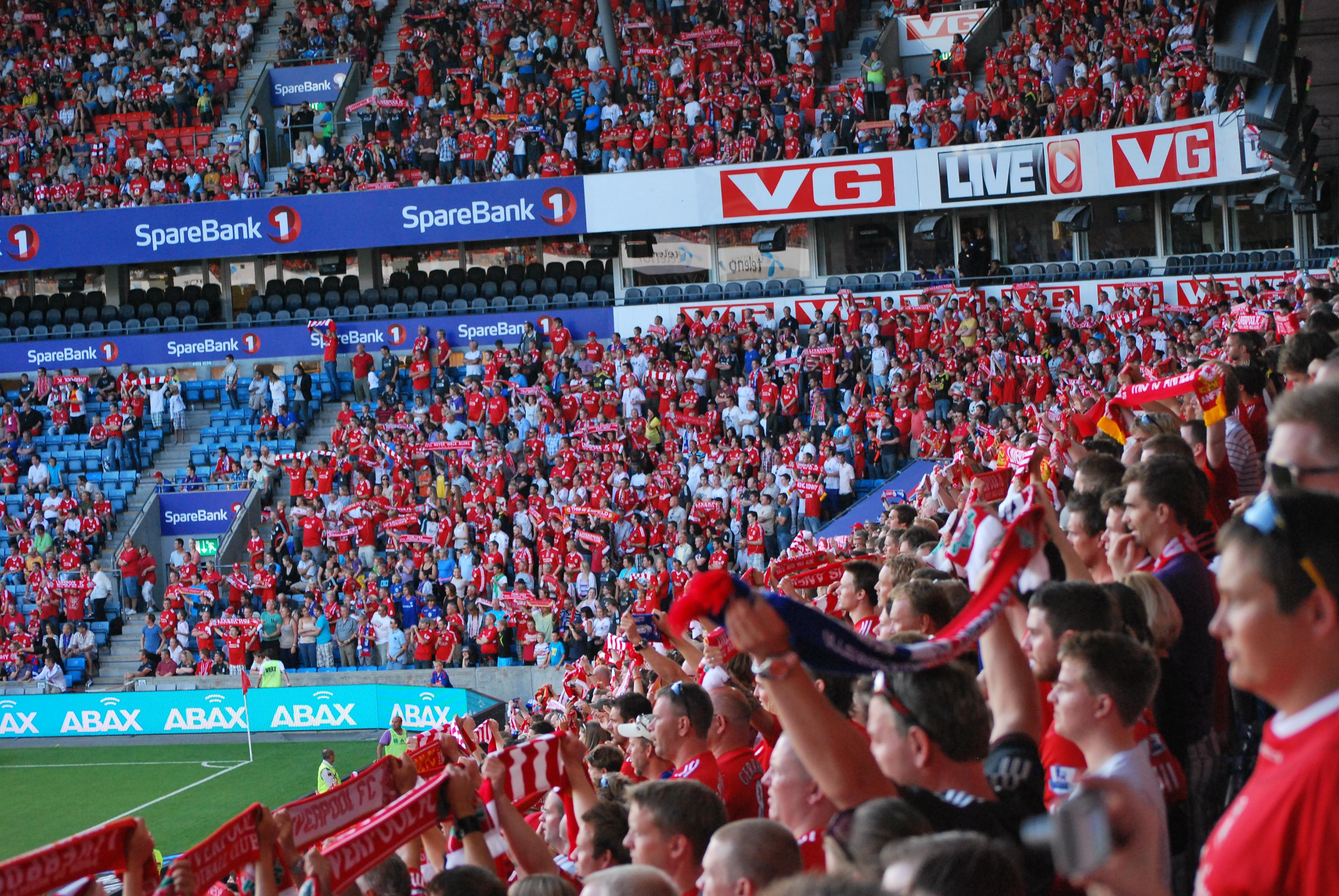 """Vålerenga - Liverpool """"Youll never walk alone"""" (5999763826).jpg"""