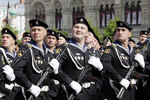 القوة البحرية الروسية تحديث الأسلحة والقواعد وتعزيز الانتشار Victory_Day_Parade_2008-8