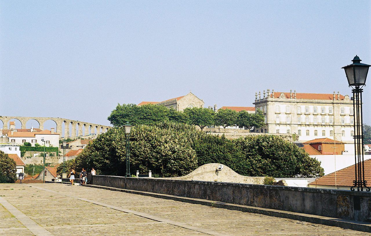 vila do conde men Flat map road of vila-do-conde ,distrito-do-porto portugal and its environment monuments and people men and women as if in person live on street vila-do-conde.