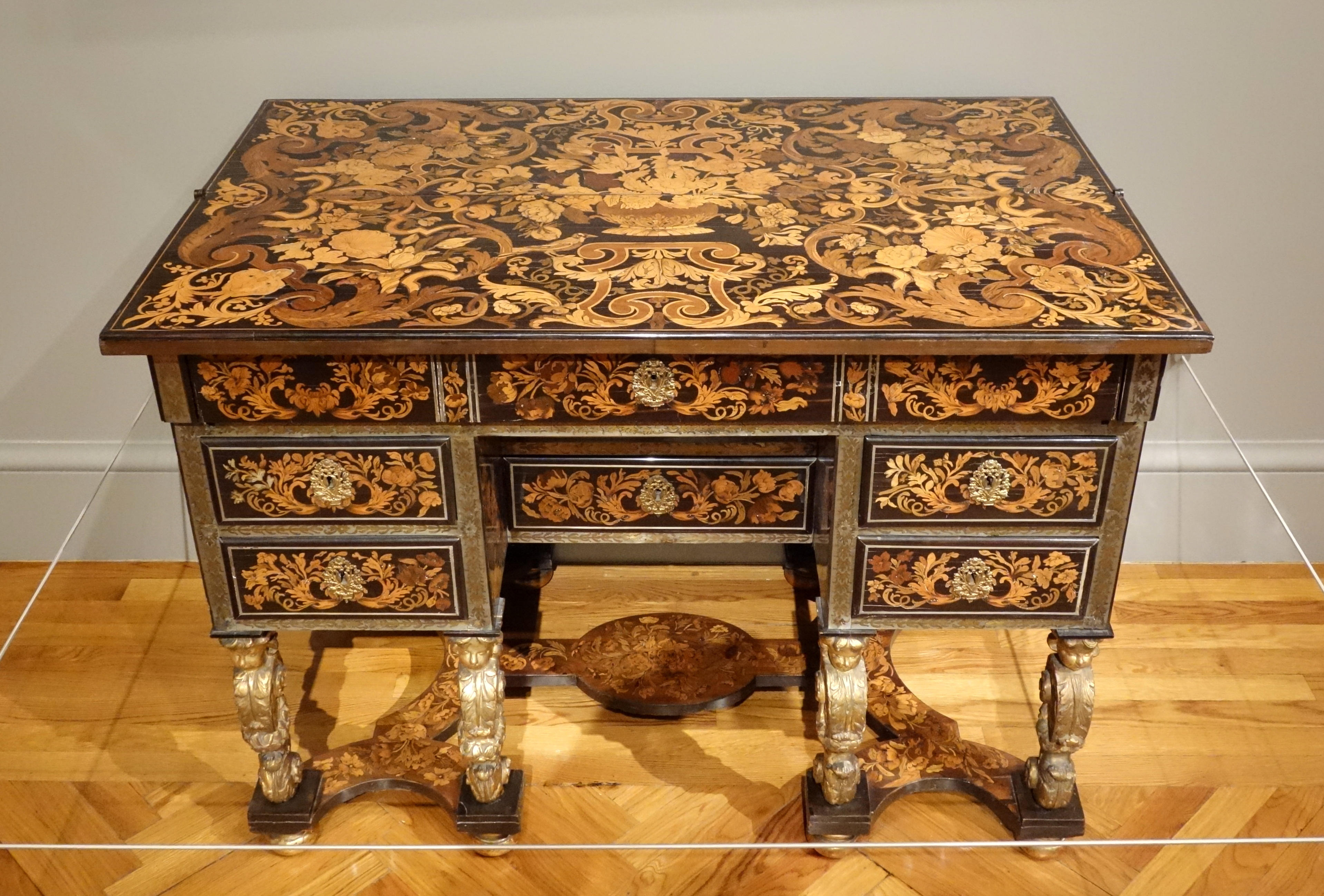 File writing desk pierre gole paris c 1680 ebony for Le bois le plus dur