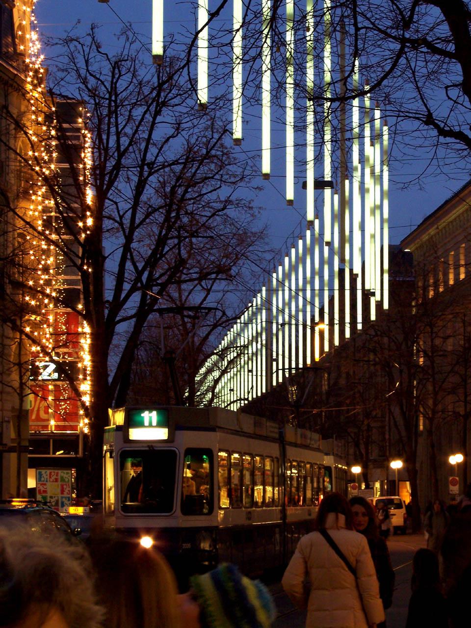 Datei:Zurich Bahnhofstrasse lights.jpg – Wikipedia
