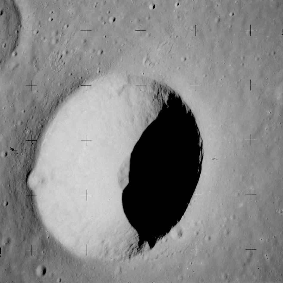 %C3%85ngstr%C3%B6m_crater_Apollo_15.jpg
