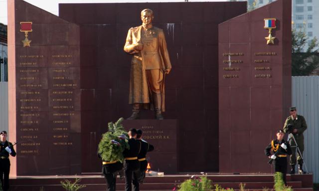 Памятник на территории ДВОКУ