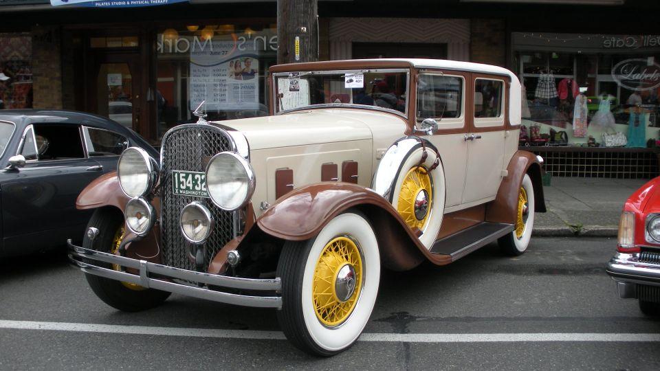 1932 Studebaker President 1936 Brough Superior 8 Take Top
