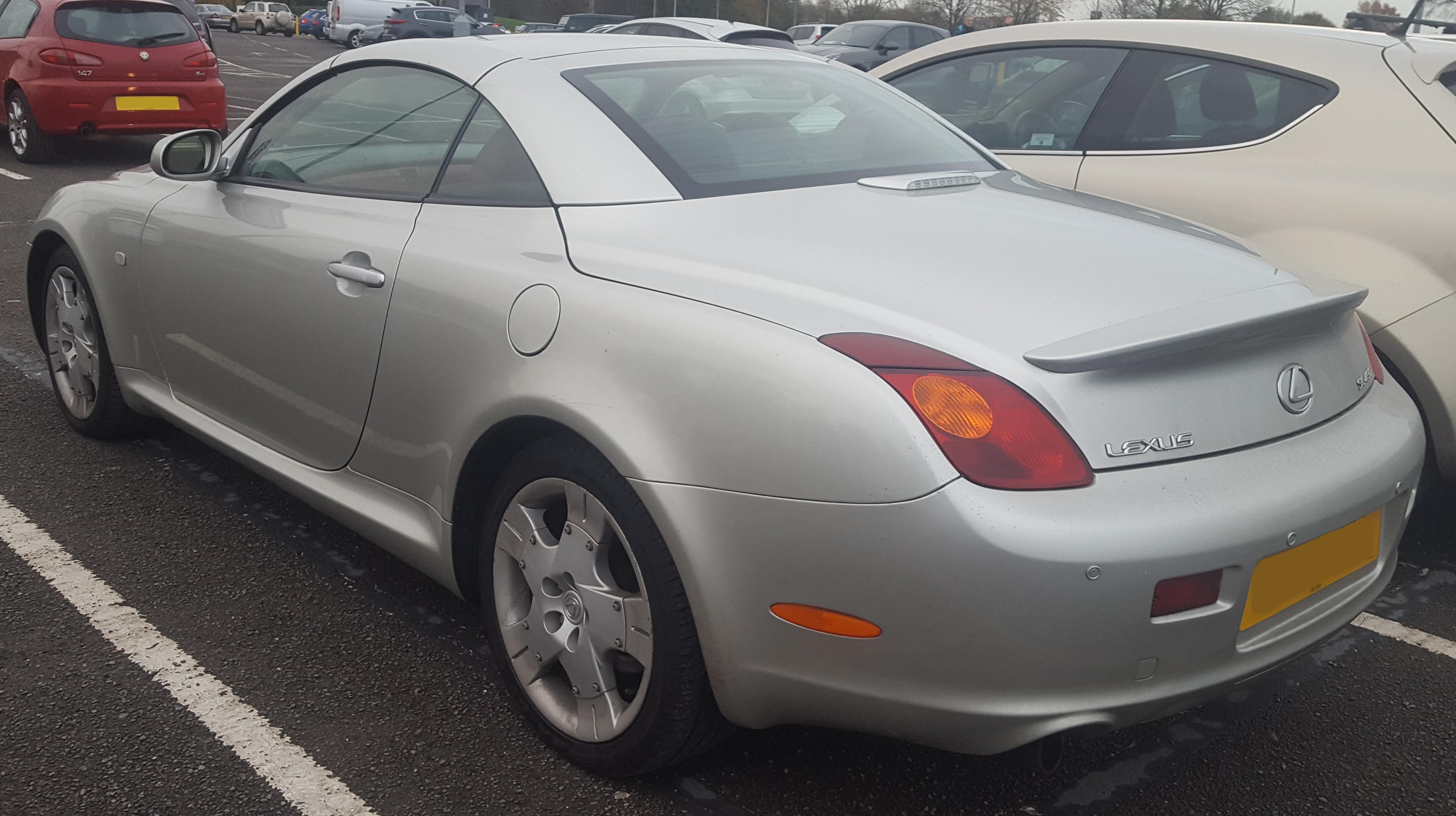 https://upload.wikimedia.org/wikipedia/commons/e/eb/2002_Lexus_SC430_Automatic_4.3_Rear.jpg