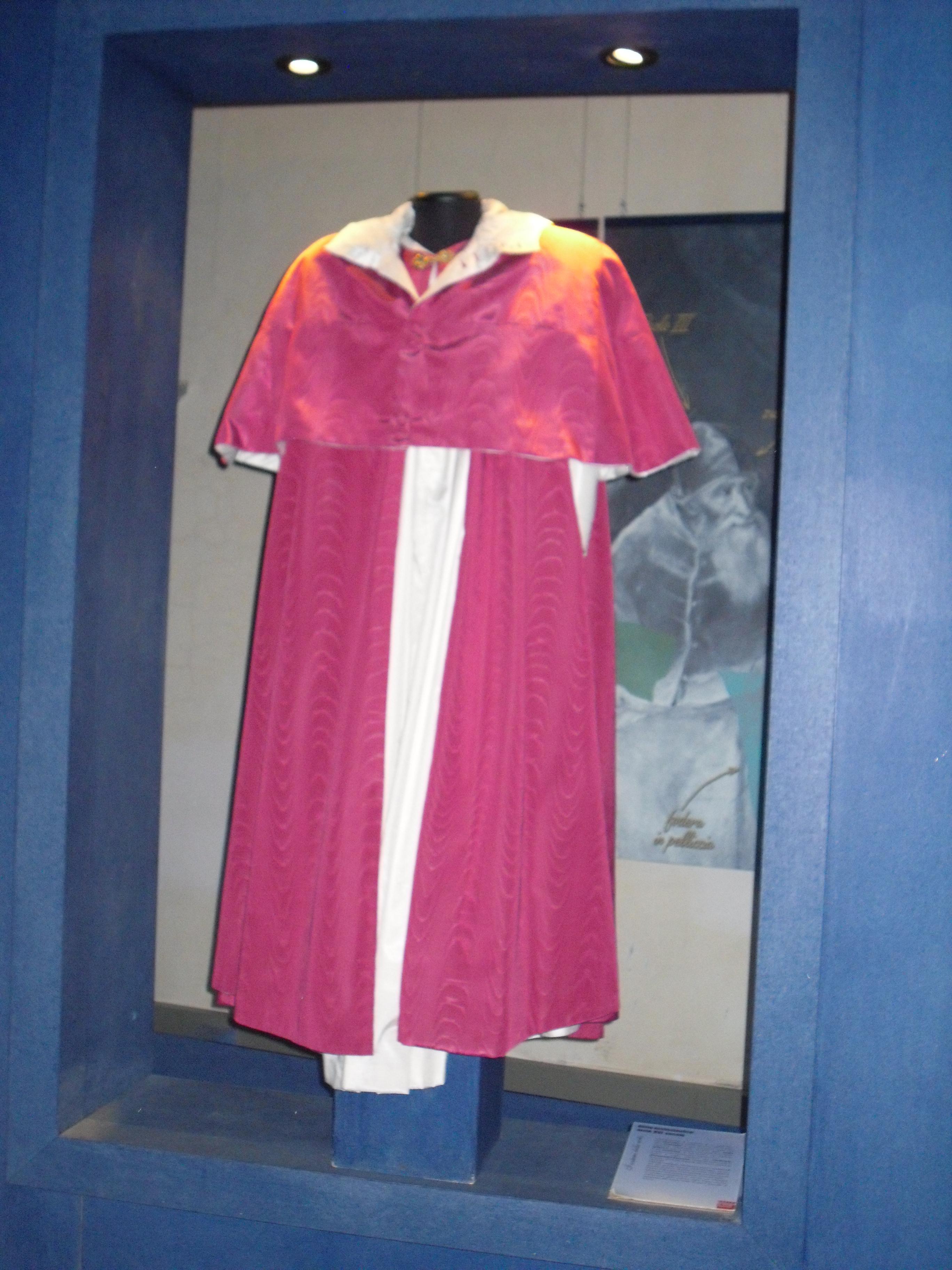 Wikipedia Dsrtqh File Jpg Vescovo Abito Del USzqVMpG