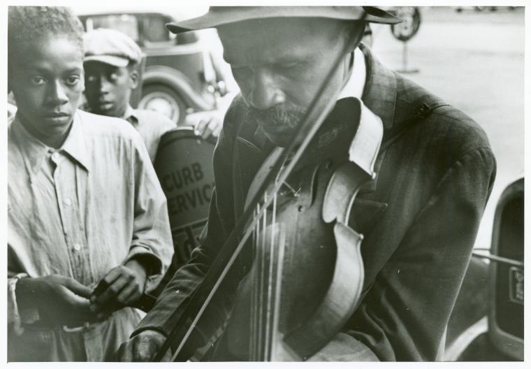 File:Blind street musicians, West Memphis, Arkansas, Sept. 1935. (3109755531).jpg