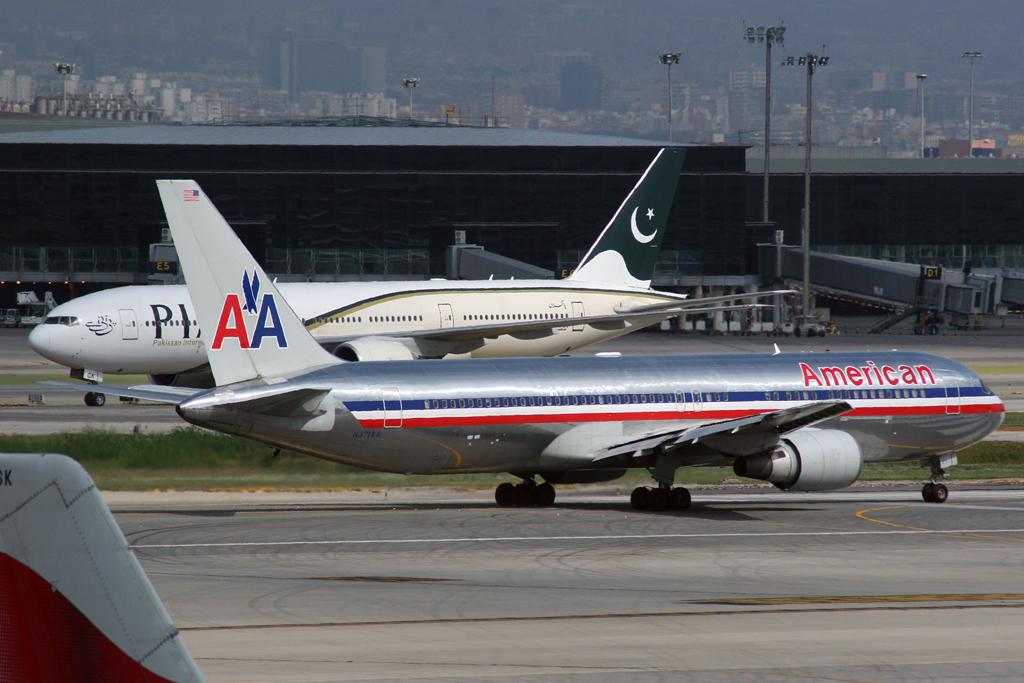 File:Boeing 767-300 American Airlines N371AA (5048147648 ...