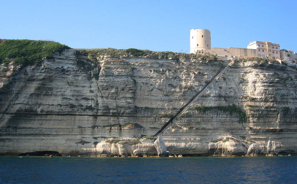 Bonifacio falaise et Escalier du roi d'Aragon.jpg