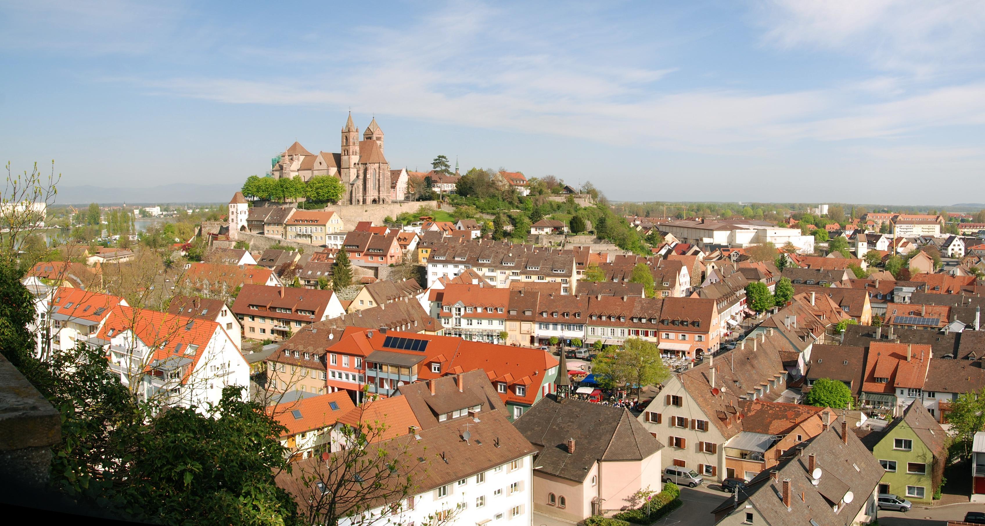 Blick vom Eckartsberg auf Altstadt Breisach mit Münster