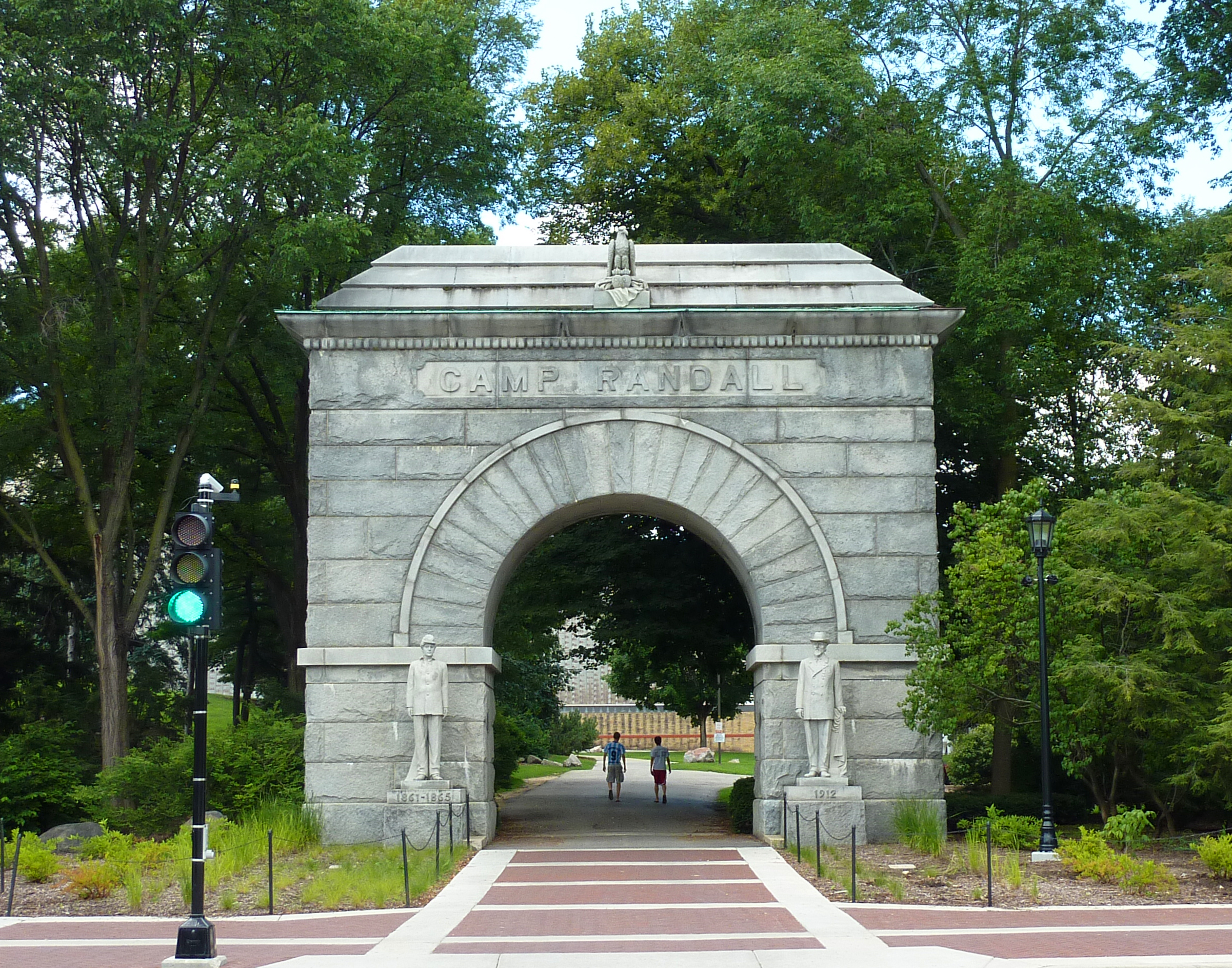 File:Camp Randall arch (2).jpg - Wikimedia Commons