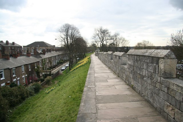 City walls - geograph.org.uk - 764863