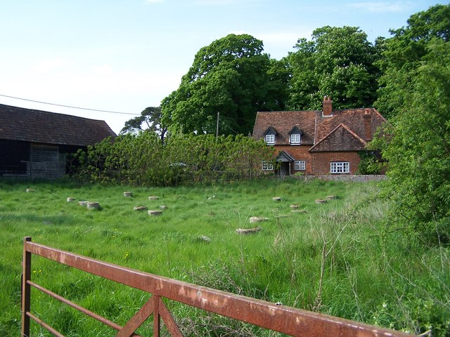 Cottage and field, Mottisfont - geograph.org.uk - 1329062