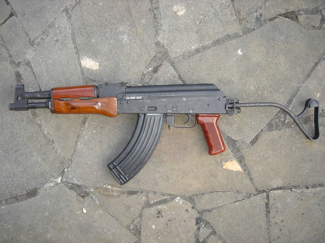 DCB Shooting Romanian short AK rifle-left side (Quickload at en.wikipedia)