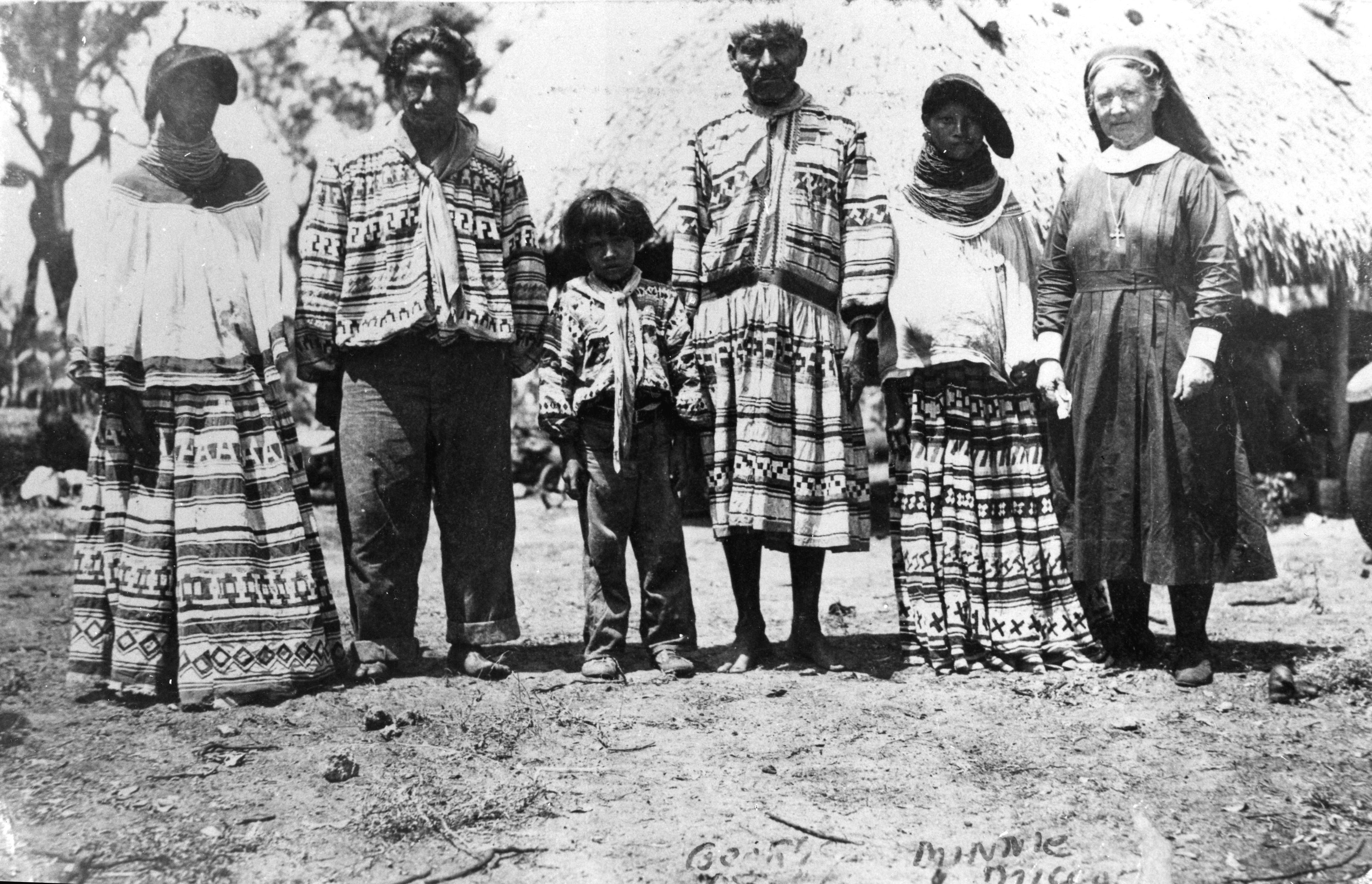 File Rosewood Florida Rc12409 Jpg: File:Deaconess Bedell Posing With Miccosukee Indians At