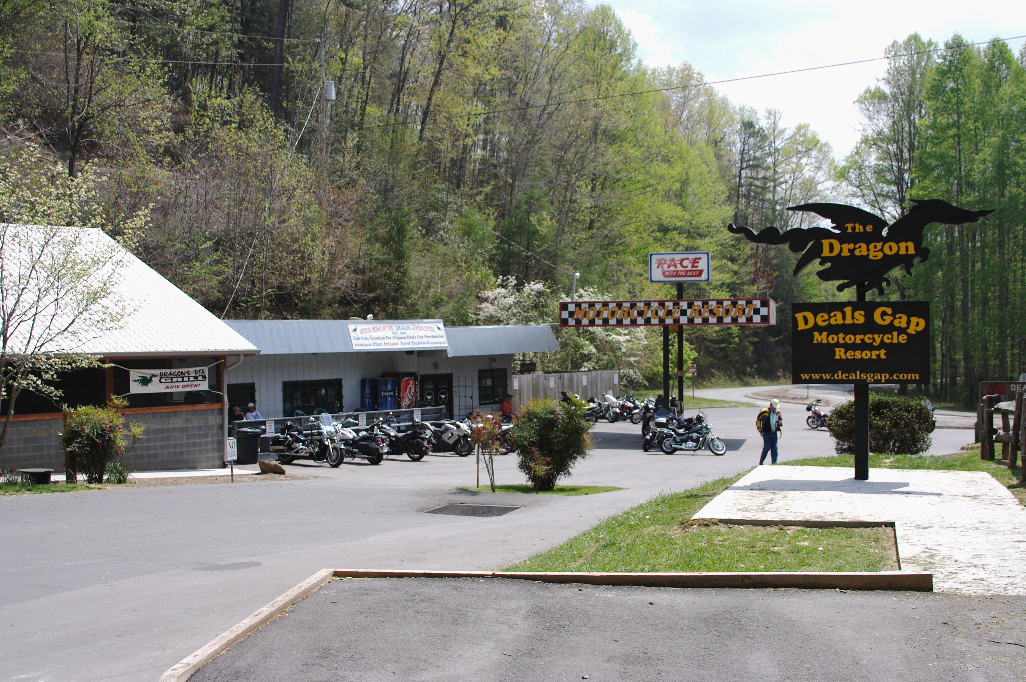 File Deal S Gap Motorcycle Resort Nc Parking Lot Sign Jpg Wikimedia Commons