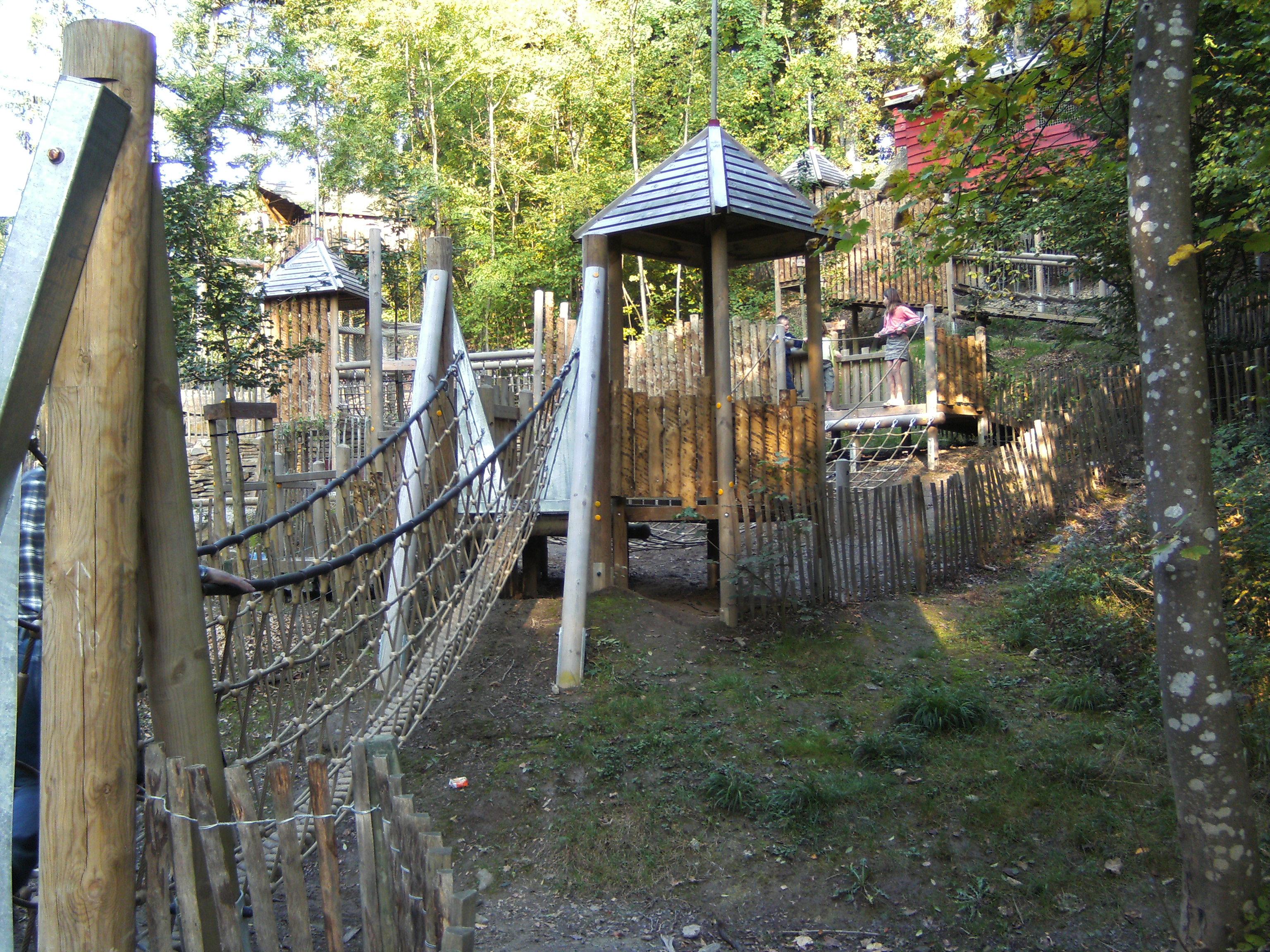 File domaine provincial de chevetogne 02 le pays des for Cabanes de jardin belgique