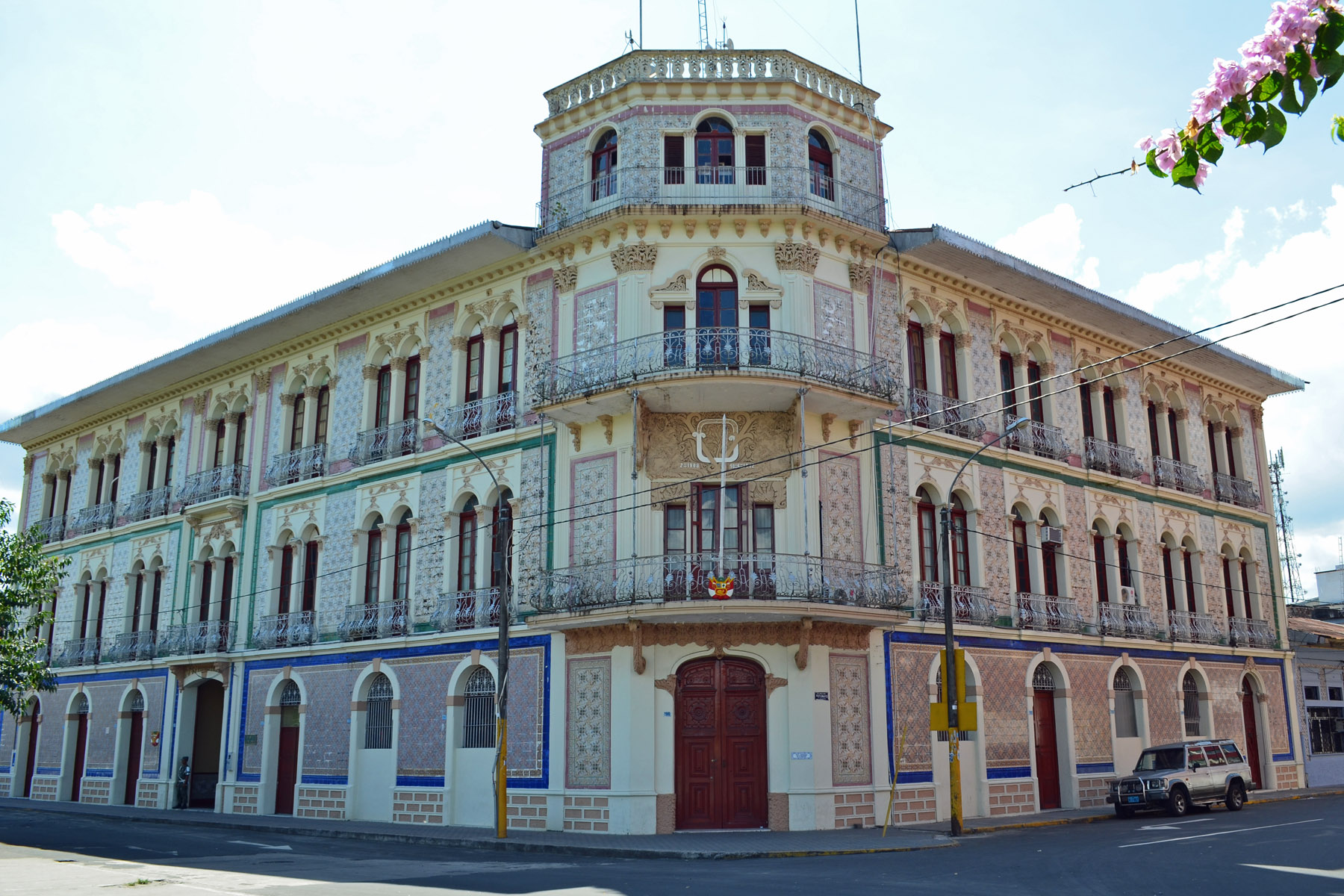 File ex hotel palace de iquitos wikimedia commons for Hotel palace