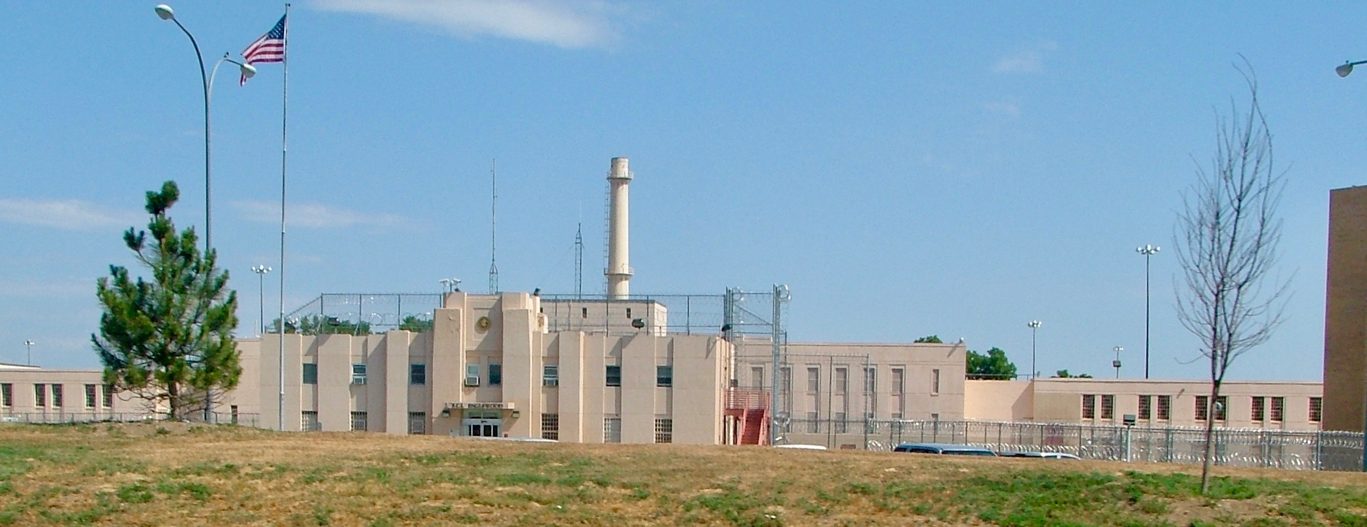 Federal Correctional Institution, Englewood - Wikipedia