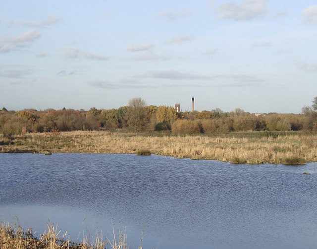 Flooded gravel pit, Hornchurch Country Park - geograph.org.uk - 1038949