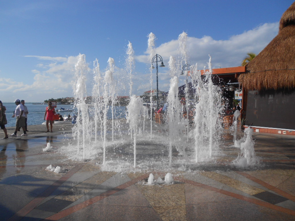 filefuente de agua shopping la isla jpg
