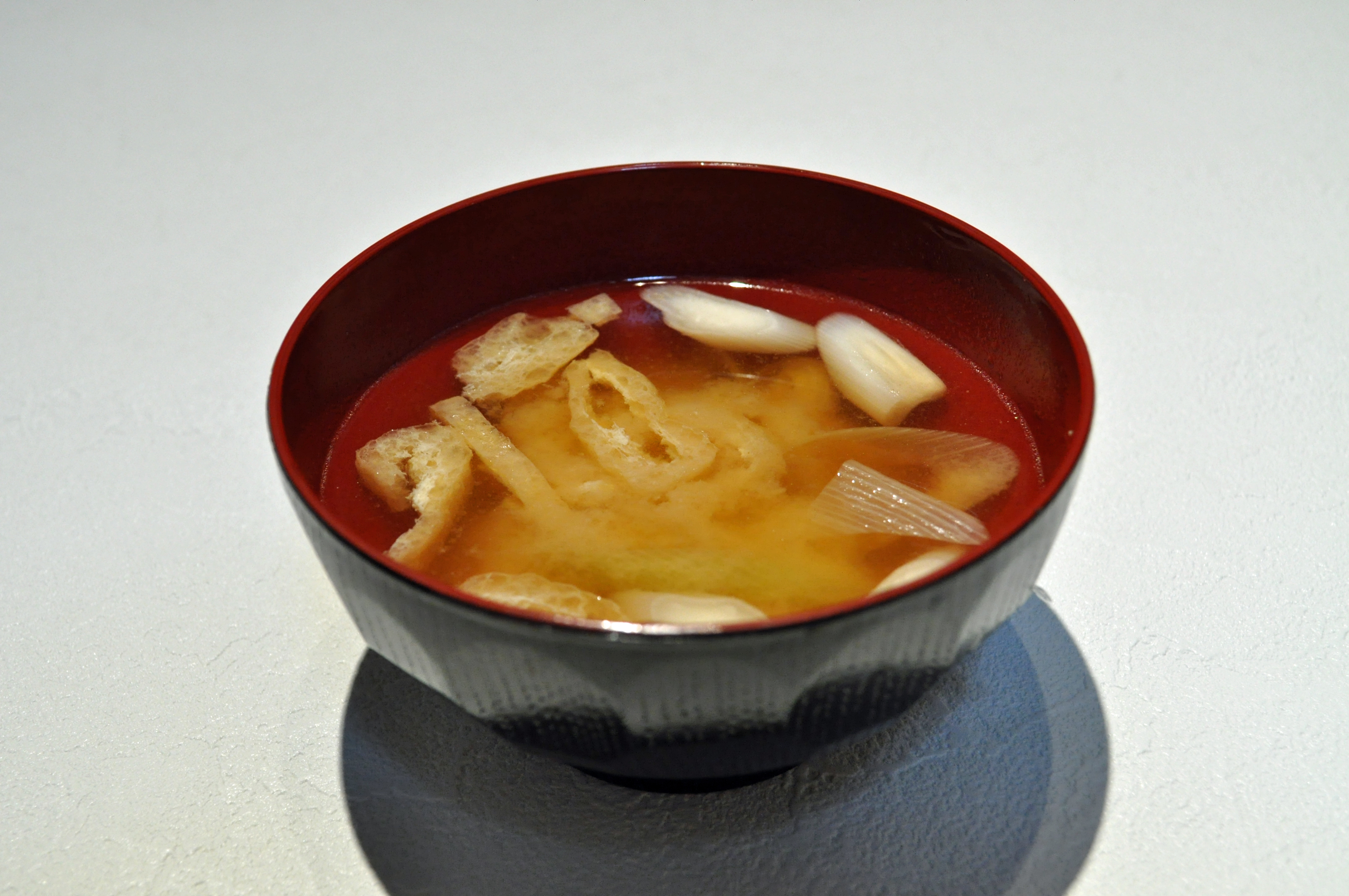 ... Green onion and deep-fried bean curd miso soup.jpg - Wikimedia Commons
