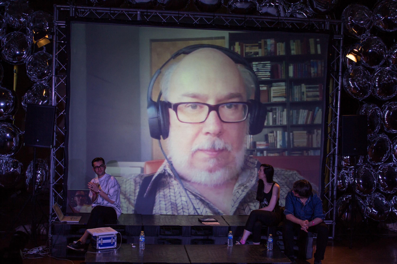 Jenkins speaking via online video to the audience at [[:es:Festival SOS 4.8 Festival SOS 4.8]] in [[Murcia]], [[Spain]] in 2014.
