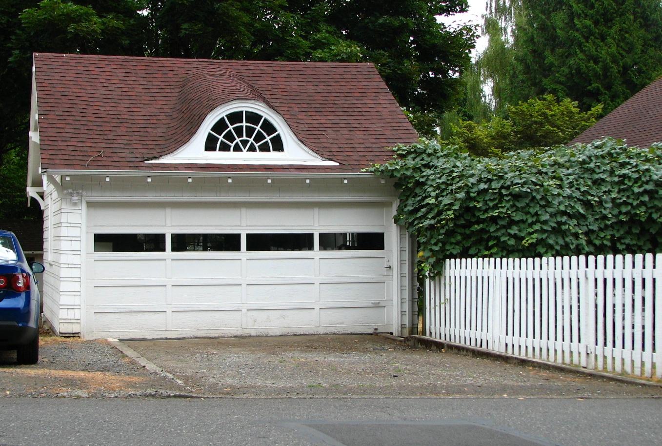 Description Hughes House garage - Gresham Oregon.jpg
