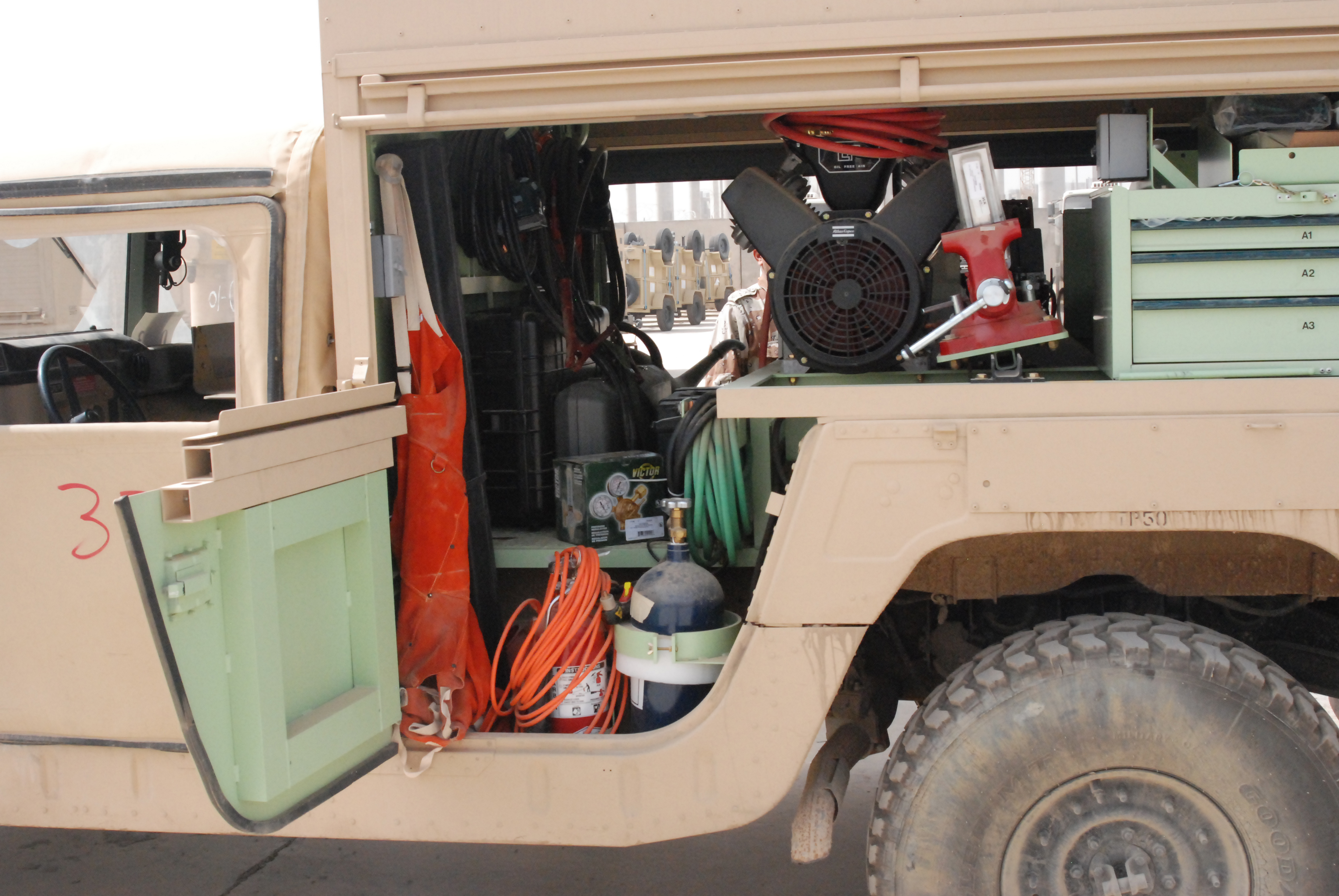 File Iraqi Army Shop Equipment Contact Maintenance Humvee