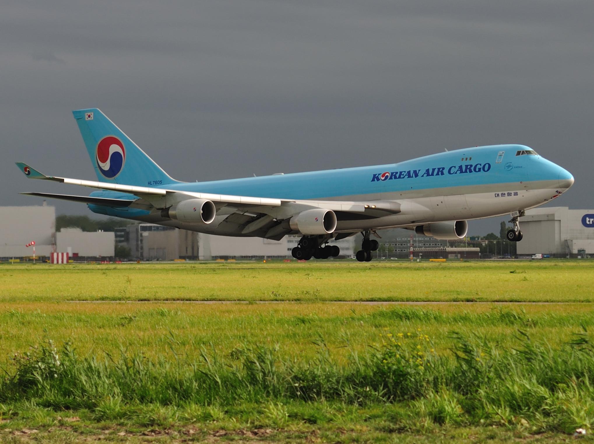 Description Korean Air Cargo B747-400 HL7605.jpg Humphrey