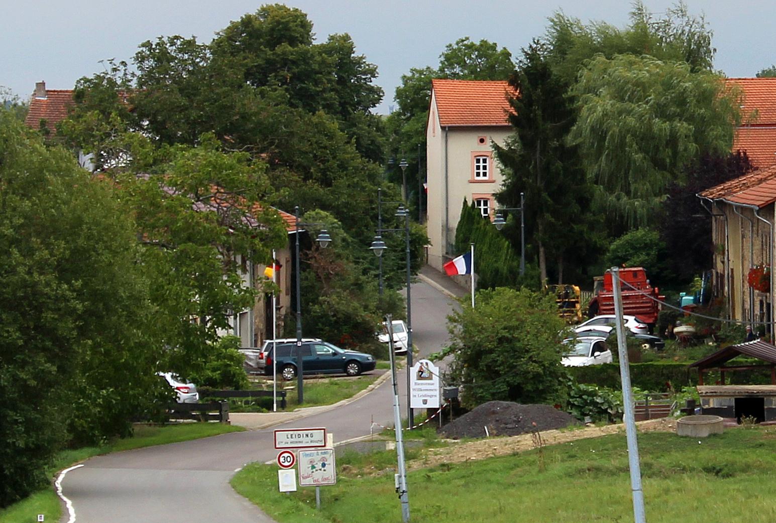 File:Leidingen Neutrale Straße 02.JPG - Wikimedia Commons