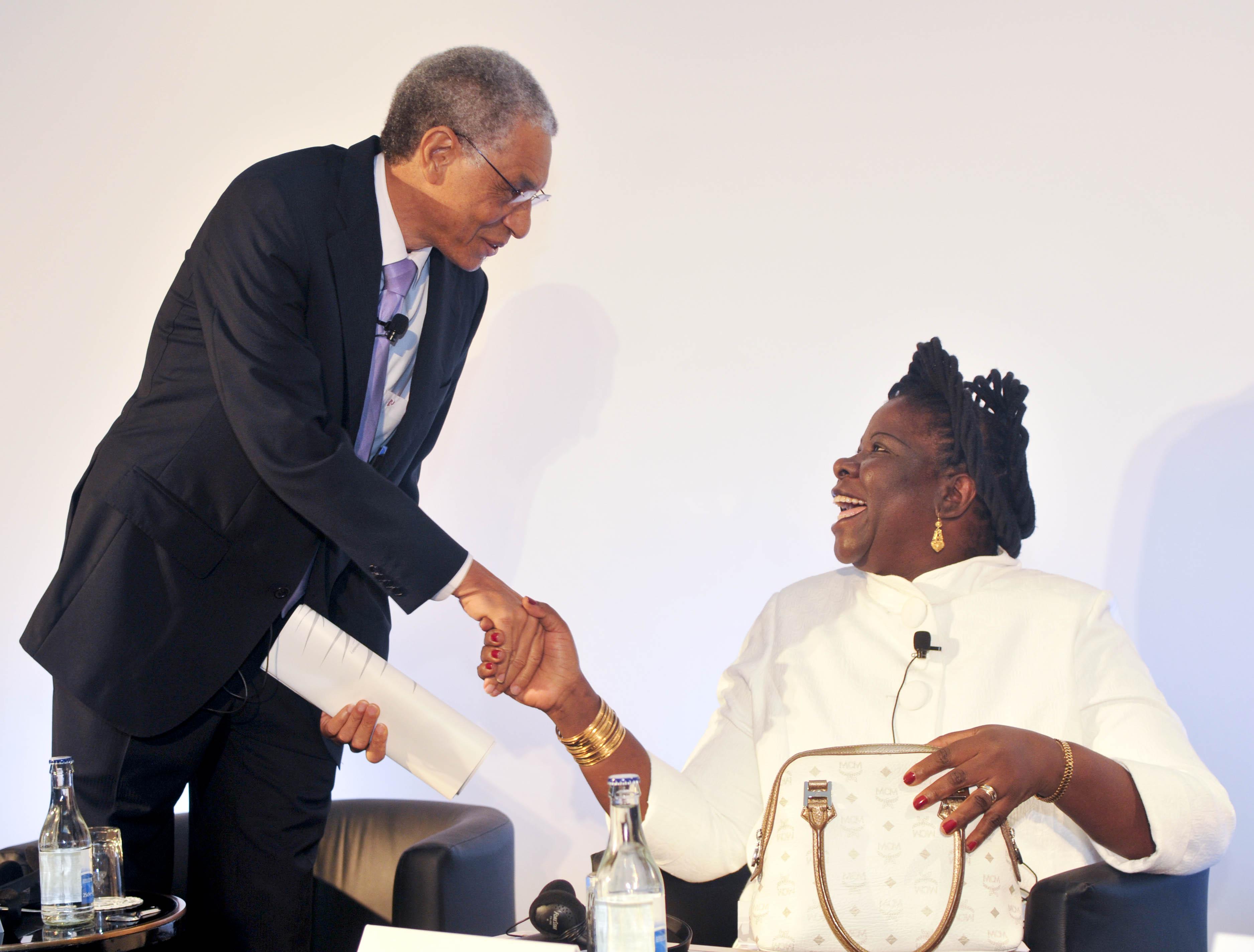 Fileluisa dias diogo prime minister of mozambique greeting adao fileluisa dias diogo prime minister of mozambique greeting adao rocha senior m4hsunfo