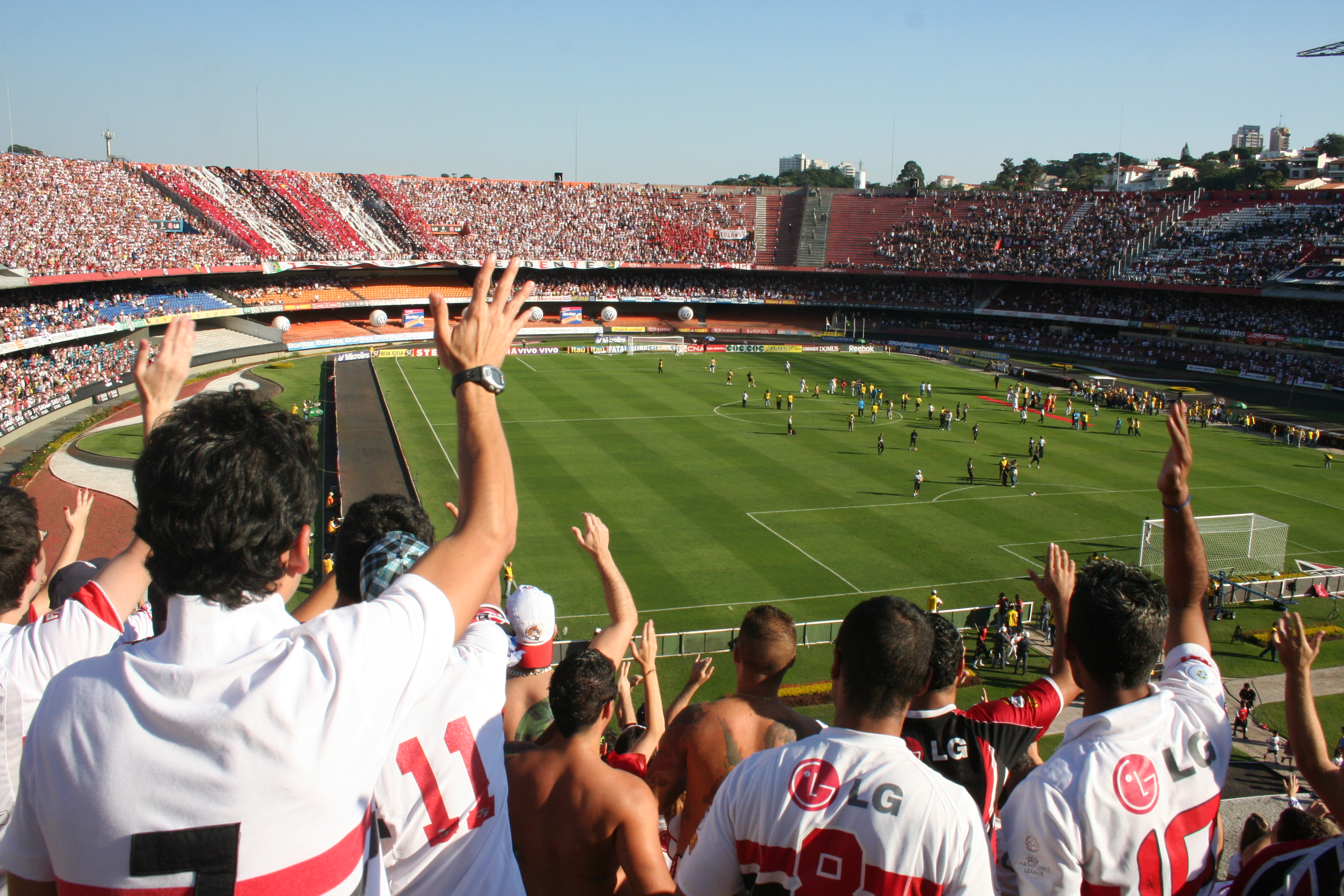 View of the São Paulo supporters during the second semifinal match of Paulista Championship of 2009 between São Paulo and Corinthians in Cícero Pompeu de Toledo stadium, known as Morumbi. One of the most important brazilian derbies. The game ended 0 to 2.