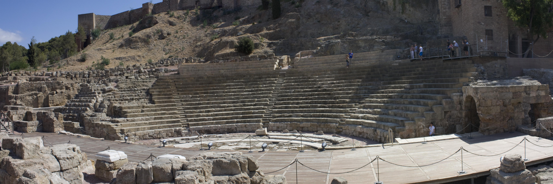 File:Malaga-Anfiteatro romano-20110921.jpg - Wikimedia Commons