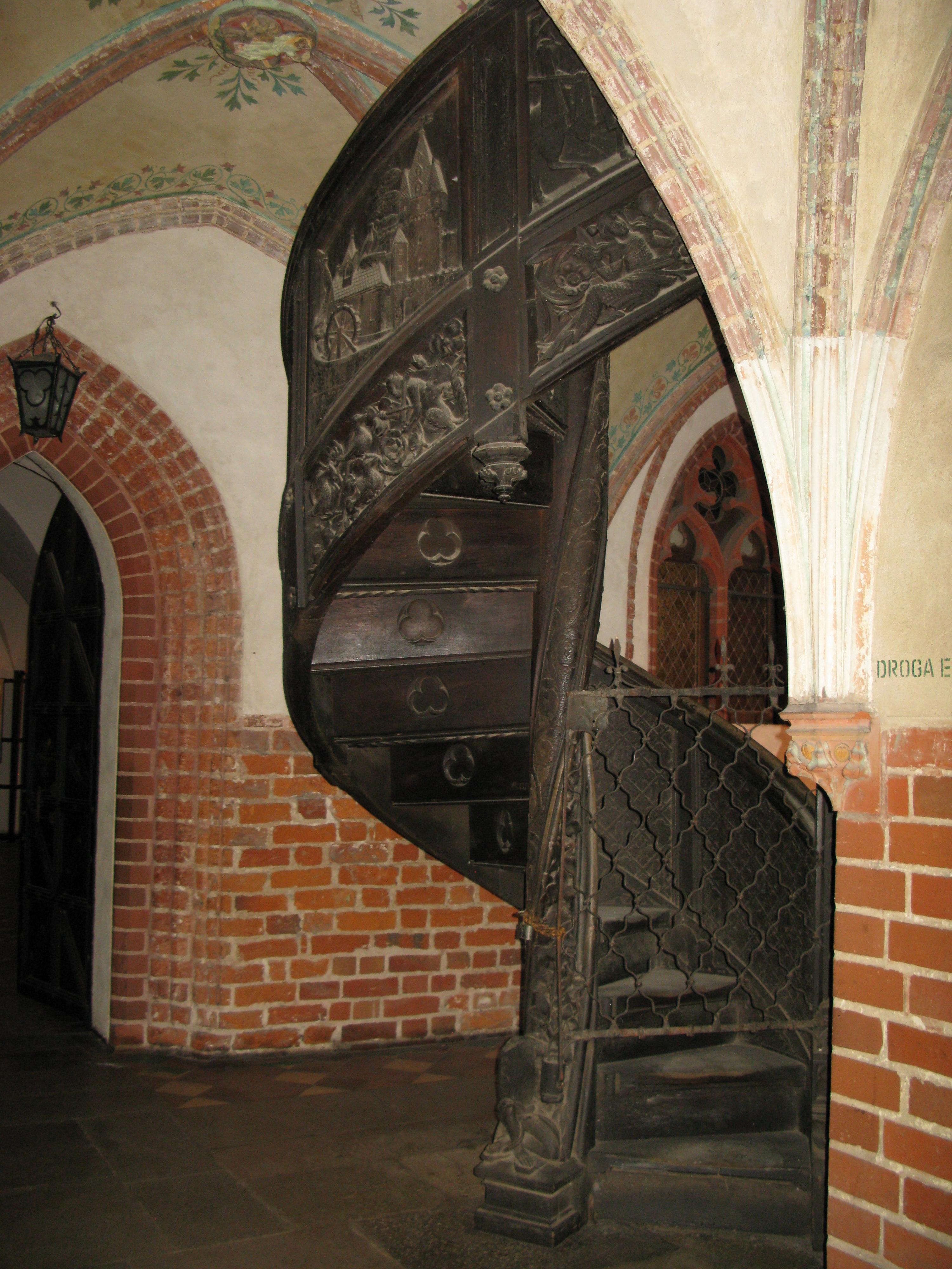 File:Malbork Castle Spiral Staircase.jpg - Wikimedia Commons