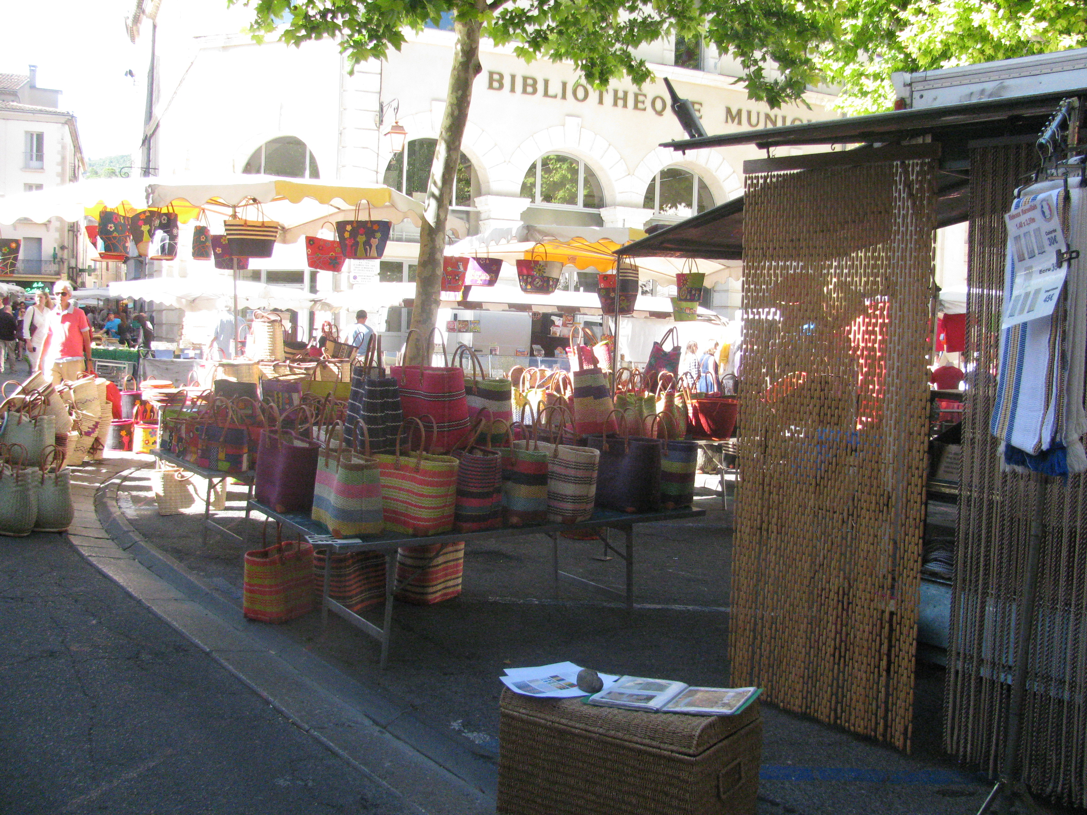 Tout Pour La Maison #15: File:Marché Du0027Apt Tout Pour La Maison Provençale.jpg