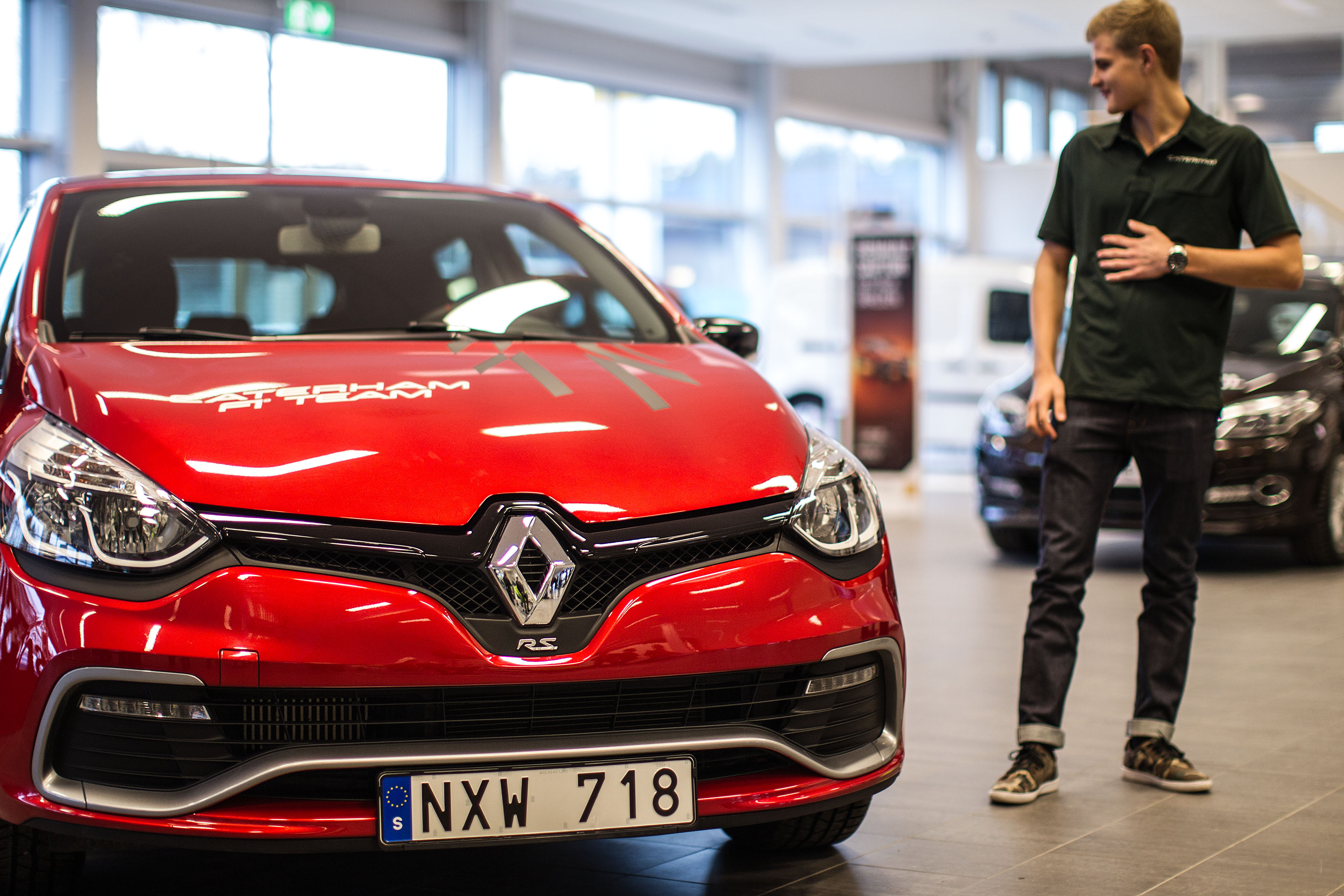 File Marcus Ericsson Test Drives A Renault Clio Rs 2014 001 Jpg Wikimedia Commons