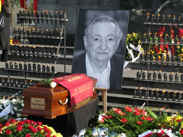 https://upload.wikimedia.org/wikipedia/commons/e/eb/Marek_Edelman%27s_funeral_Warsaw_October09_2009_01.jpg
