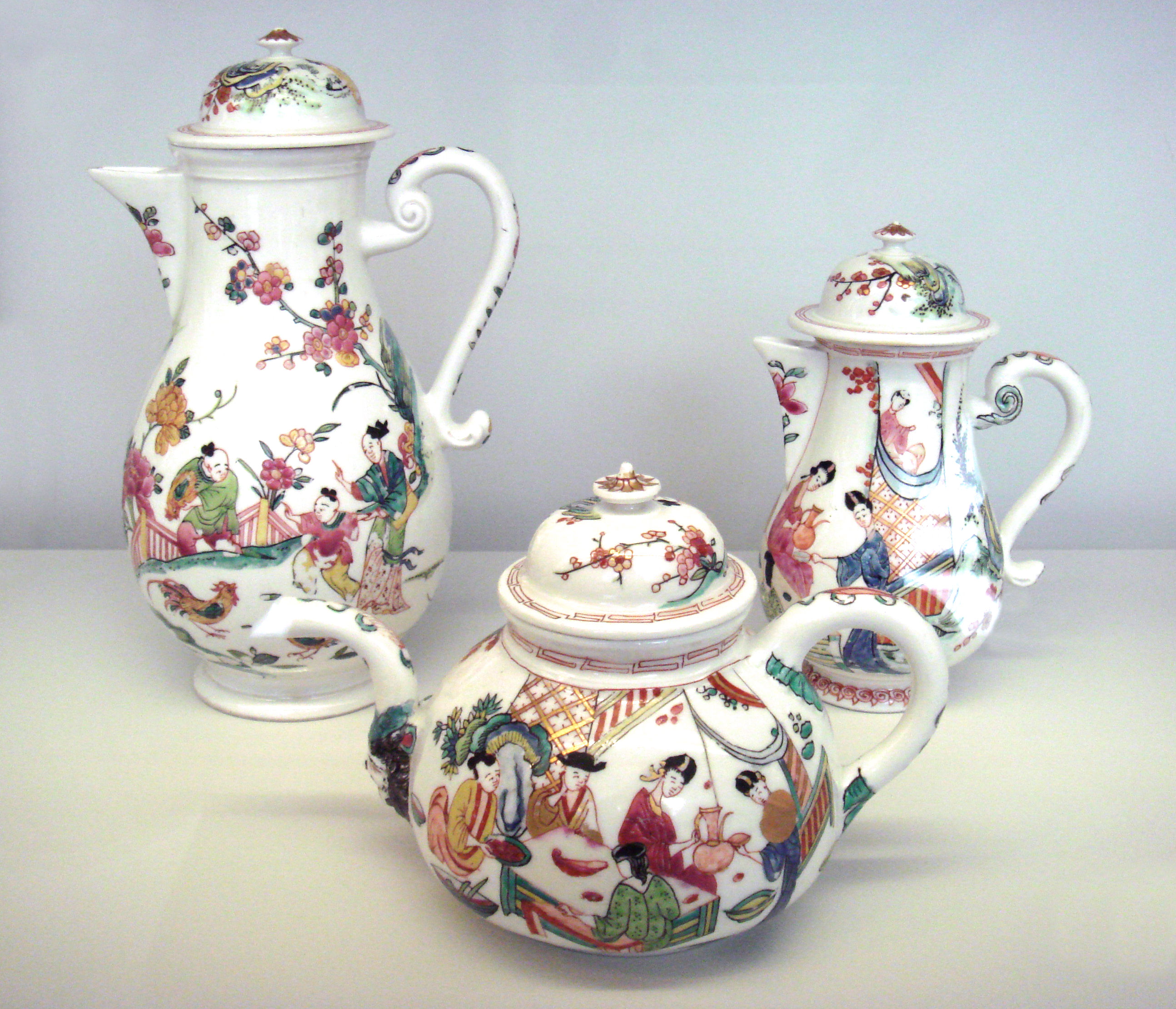 file meissen hard porcelain teapots circa 1720 decorated in the netherlands circa. Black Bedroom Furniture Sets. Home Design Ideas