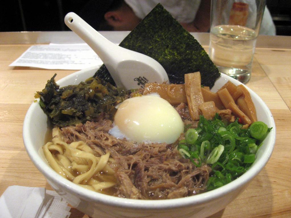 Momofuku restaurants wikipedia for Chow chow restaurante