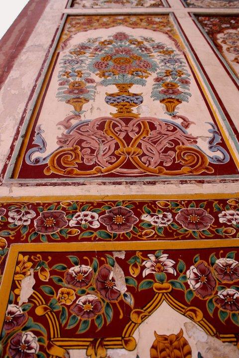 Mughal Naqashi Detail - Badshahi Mosque, Lahore.jpg
