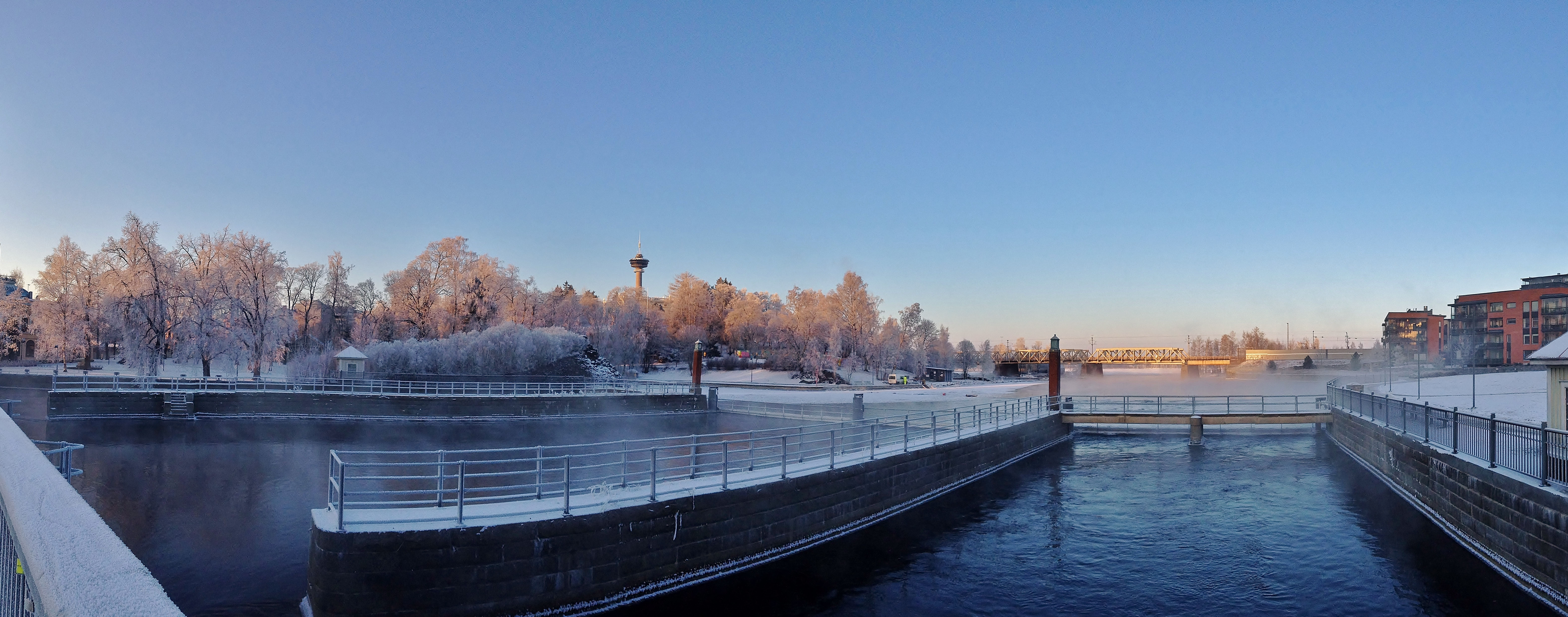 Palatsinraitin Bridge on 7th January 2016 panorama.jpg