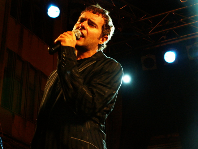 http://upload.wikimedia.org/wikipedia/commons/e/eb/Paolo_Meneguzzi_singing.jpg