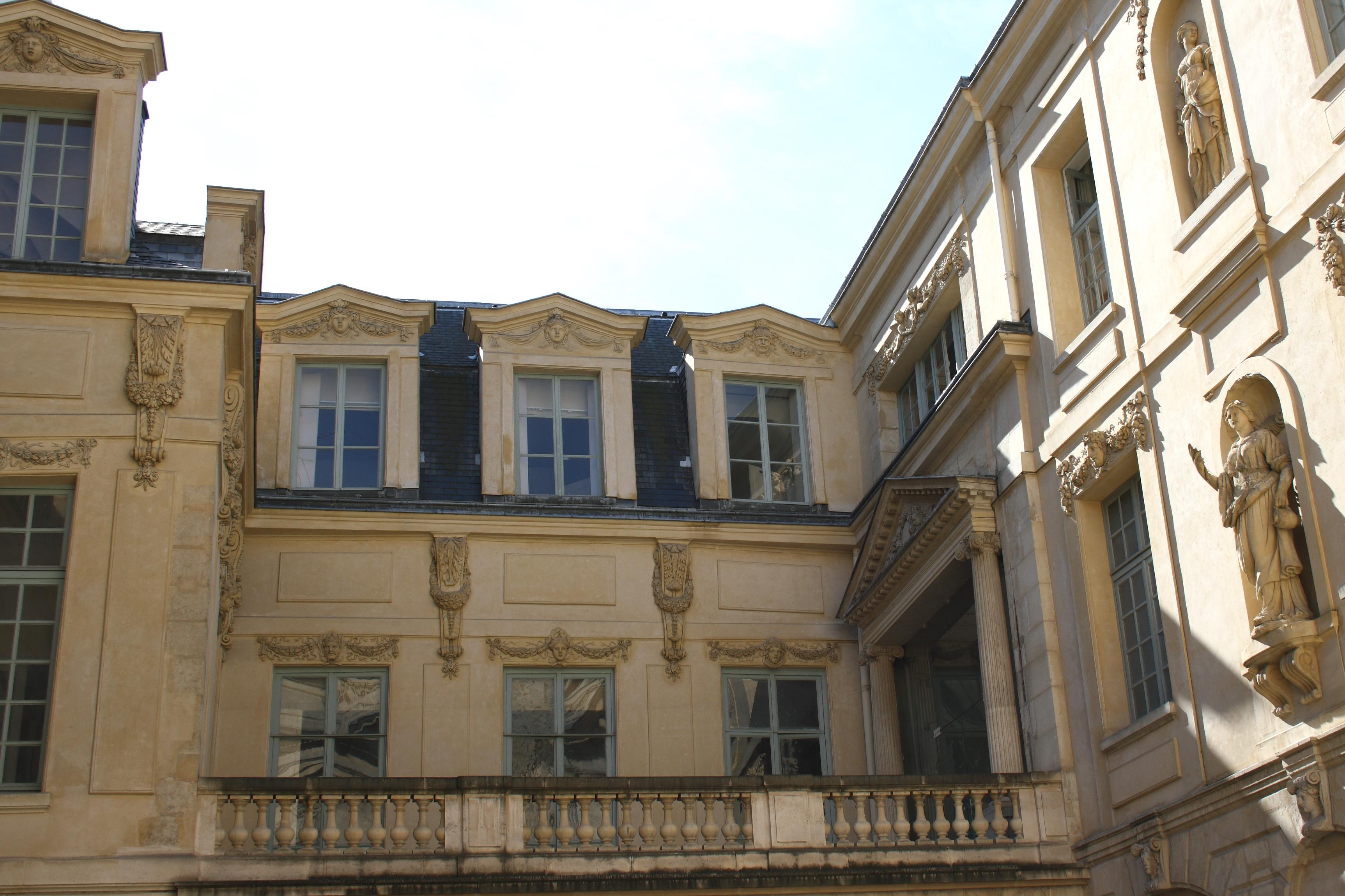 hotel rue amelot paris