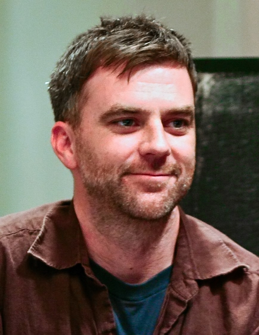 The 47-year old son of father Ernie Anderson and mother Edwina Anderson, 183 cm tall Paul Thomas Anderson in 2017 photo