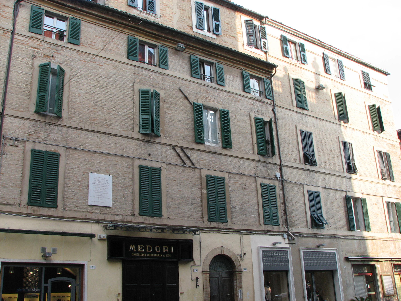 Macerata Italy  city photos : ... Piazza Cesare Battisti 10 Macerata Italy 2010 Wikimedia Commons