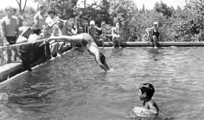 גן-שמואל-בבריכת השחייה/ההשקייה 1935-8