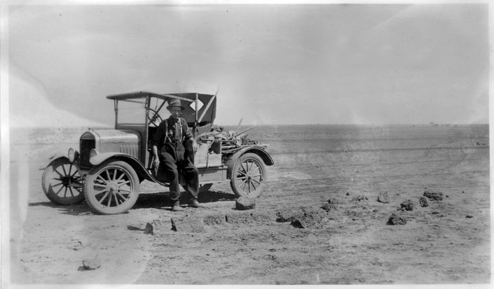 File:Queensland State Archives 2662 Motor car on the open country  Diamantina Shire 1946.